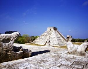 La majestuosa pirámide de Kukulkán en Chichén Itzá, Yucatán.
