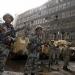 Pese a presencia del ejército, cairotas se organizan contra saqueos en la ciudad