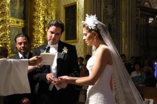 María José y Diego intercambian votos matrimoniales.