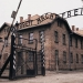 Recuperan letrero de entrada de campo de concentración de Auschwitz