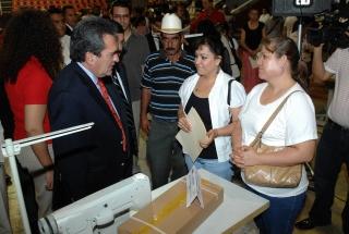 Gobernador de aguascalientes inaugura oficinas de servicio for Oficina estatal de empleo