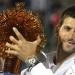 Djokovic alza el trofeo en Abu Dabi