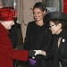 Reina Isabel II conoce a Yoko Ono