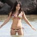 Vanessa Hudgens tiene accidente de bikini en Hawaii