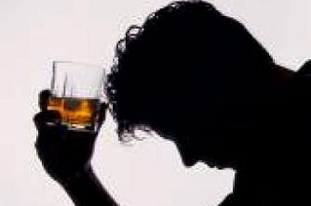 El alcoholismo de hombre como discernir