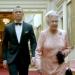 Bond escolta a la Reina Isabel II en Londres