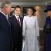 Rivera...lució un vestido tipo abrigo blanco en su encuentro con Isabel