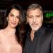 Clooney y Amal... demuestran su afecto en la alfombra roja
