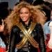 Beyoncé...profesionalismo le evita caer al piso en Super Bowl