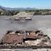 Teotihuacán...Plaza de la Luna llena de estelas y canales