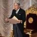 Akihito...insinúa su deseo de abdicar...la Constitución japonesa lo prohibe