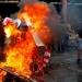 Chile...provocadores encapuchados generan violencia