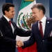 Peña reparte un millón de billetes verdes en Colombia...como si sobraran