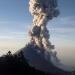 Volcán de Colima emitió explosión que generó una columna de 4 km.