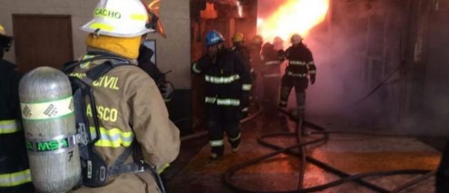 Guadalajara...incendio reduce a cenizas fabrica de pinturas