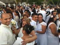 Acapulco..no quería casarse pero se animó y más porque era gratis.