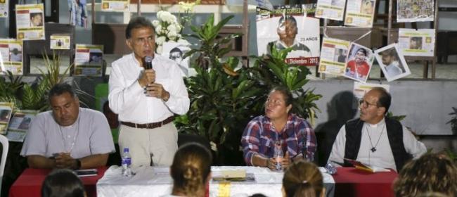 Solalinde...obligó a Yunes reunirse con familias de desaparecidos