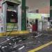 Padres de los 43...toman gasolinera y regalan combustible