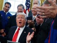 Trump...firmó ley que autoriza misiones de exploración en Marte