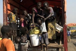 ACNUR..refugiados sursudanenses que llegan masivamente a las fronteras de Uganda necesitan ayuda con urgencia