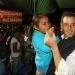Alejandro Murat escucha y  camina al lado de la gente