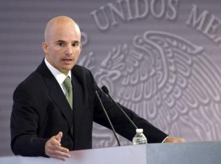 González Anaya paga su novatada como secretario de Hacienda