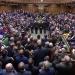 Parlamento británico pide que se aplace el Brexit