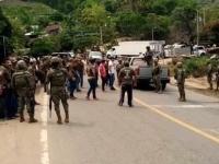 Policías comunitarios retienen a marinos en Tecpan, Guerrero