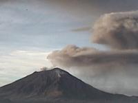 Popocatépetl lanza tres emisiones de ceniza