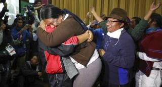 Miles festejan en Ecuador tras acuerdo de indígenas y Moreno