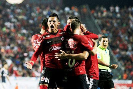 Jaguares de Chiapas aprovechó que Atlas se quedó con diez elementos desde  el minuto 10 y 24fc877ed3e0b
